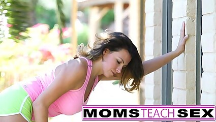 Step mom gives tiny teens a lesson in pussy licking