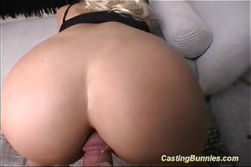 Casting this big tits bunny