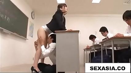 student lick her teacher in classroom new